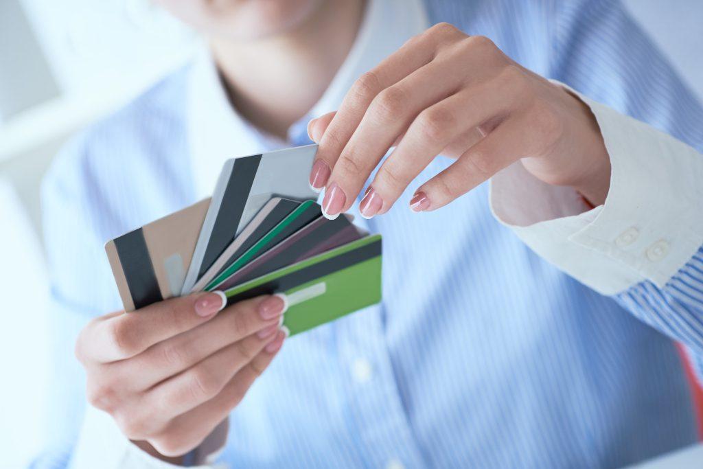 Crédito ou Débito? Conheça os tipos de cartão do mercado